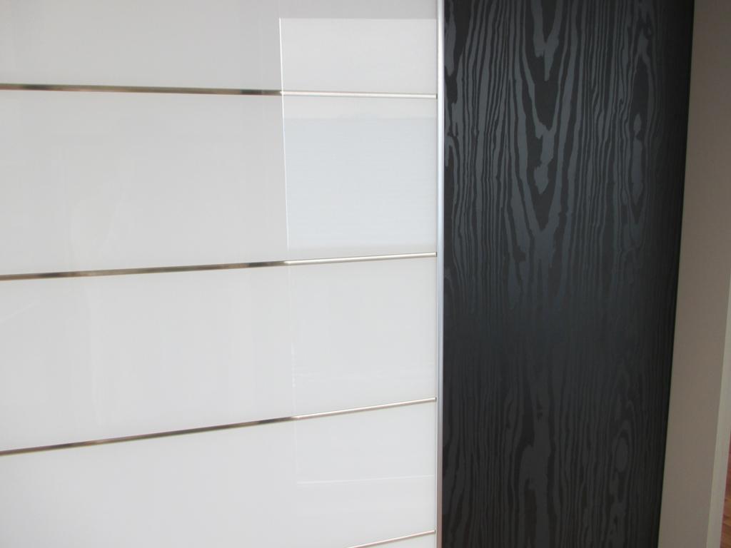 Porte de placard sur mesure de notre showroom